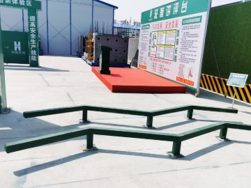 中国华西会展搭建平衡木体验