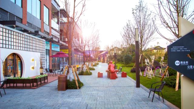 论创意美陈对商场与房地产的重要性