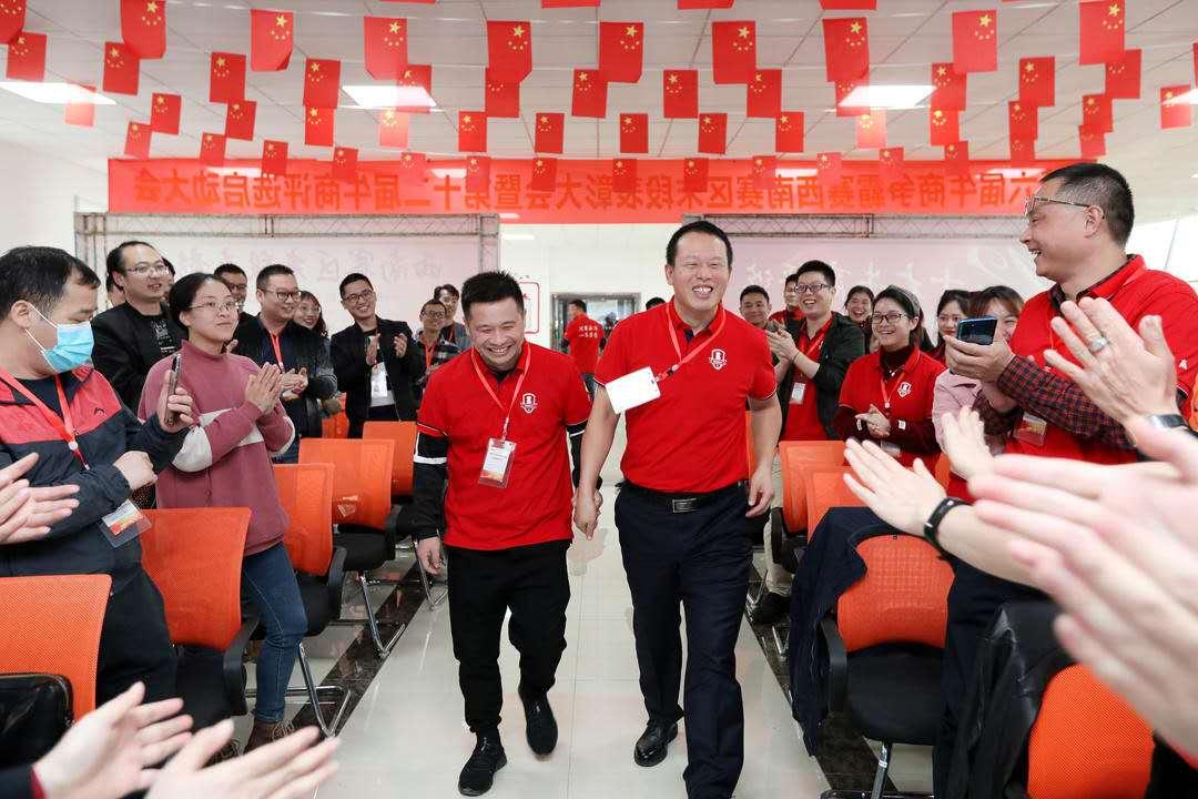 图左为首信首誉总经理廖远东先生